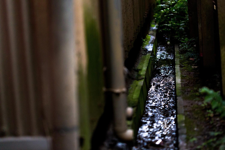 排水溝の詰まりを簡単に防止・解消するのに役立つ身近なものとは!?